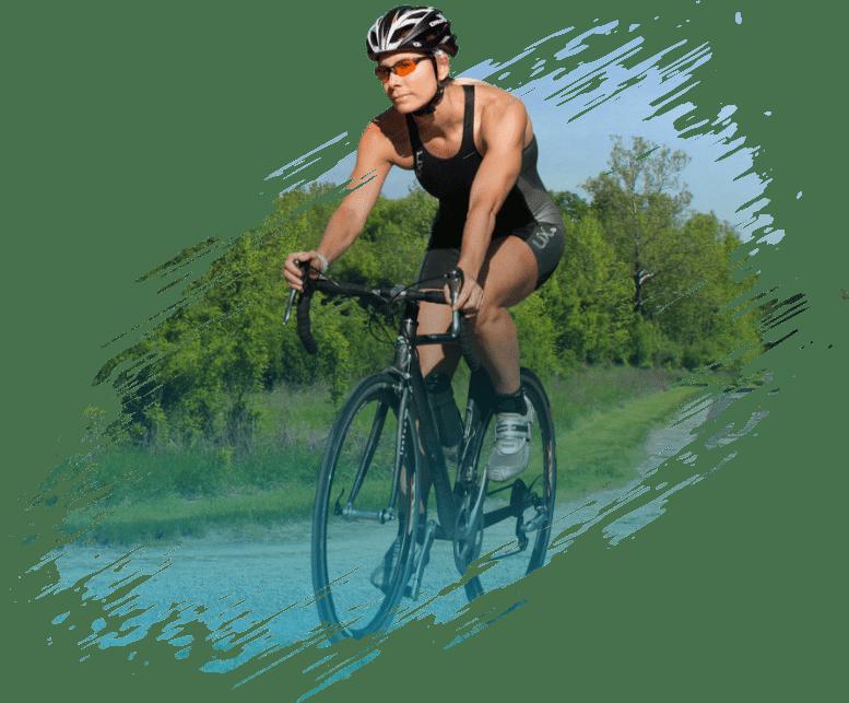 mujer-ciclista-paisaje-medellin-bycare